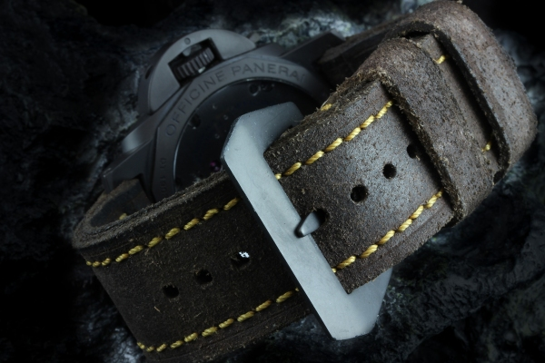 Wildsuede11 Dark Tobacco mit Gold/Bonze Naht - OEM-Style gefaltet bereit für OEM-Schließe inkl. Tube